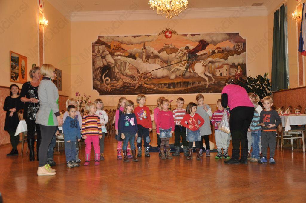 Nastopajoči otroci iz vrtca Mali grof