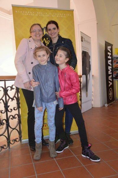 flavtistki Ivana Sešlar in Zala Plazar z učiteljico Ano Mlakar in korepetitorko Tajo Levstik