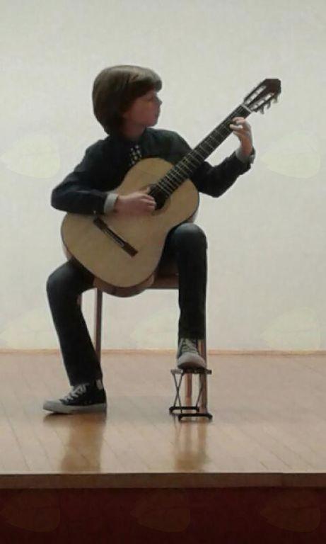 May Orešek, kitara