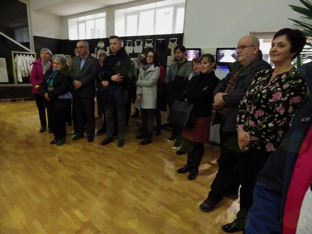 Občinstvo je z zanimanjem spremljalo odprtje razstave