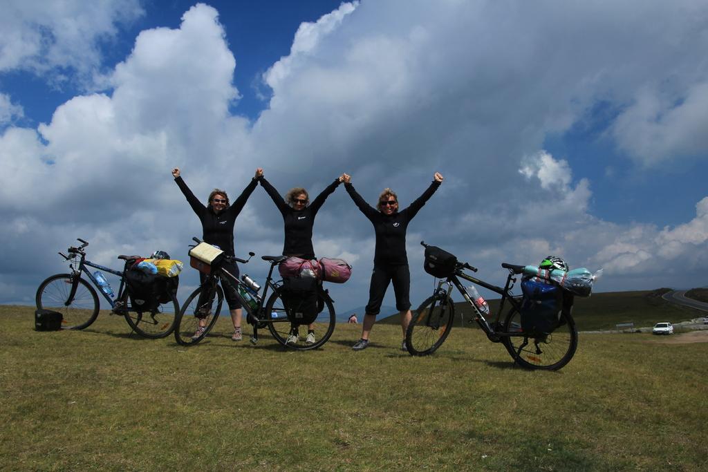 ROMUNIJA - kolesarska, jahalna in plezalna dogodivščina, Marinka Dretnik