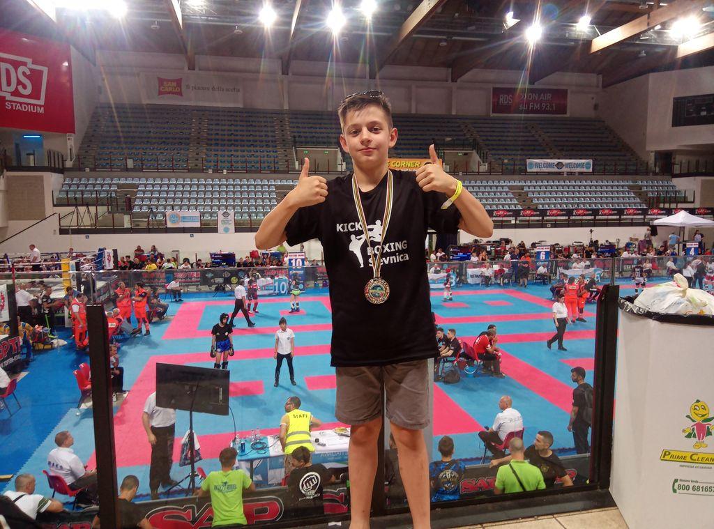 Tadej Božič osvojil srebrno medaljo na Kickboxing SPP v Riminiju