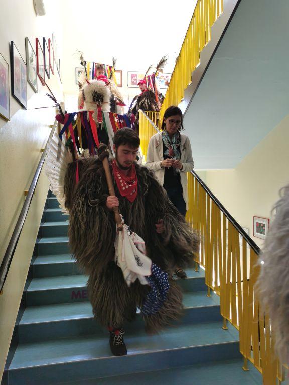 Kurenti na šoli