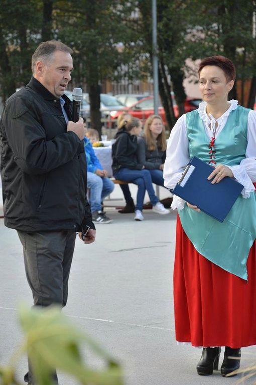 Janez Virant, predsednik KS Tržišče in Milena Knez, predsednica TD Tržišče, ki je povezovala prireditev (foto: Nevenka Flajs)