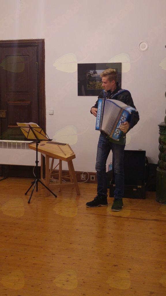 Eno po  domače je zaigral Valentin Knez (foto: Jure Tratar)