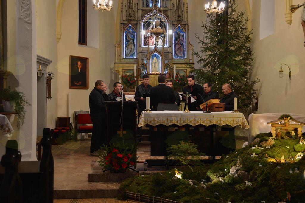 V Tržišču je gostoval Mešani pevski zbor vinogradnikov Čatež (foto: Petra Knez).
