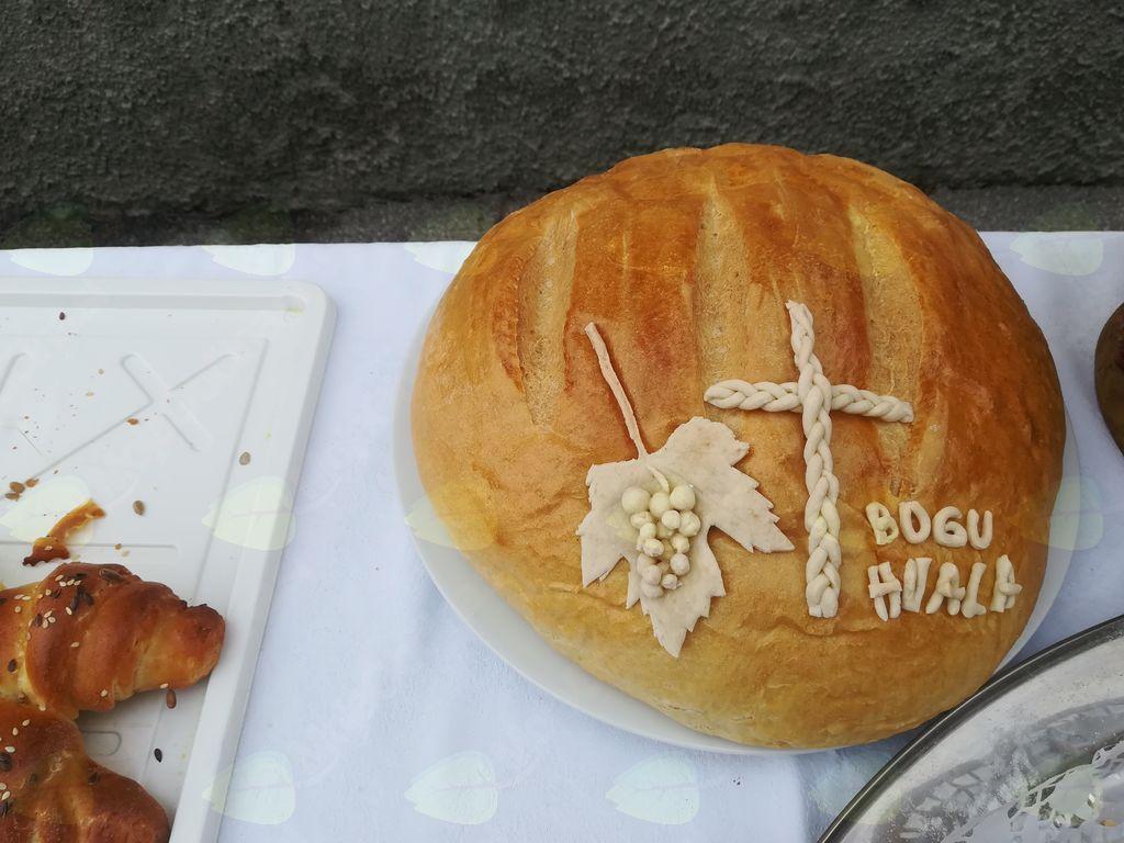Zahvala za hrano in pridelke, ki nam jih da narava (foto: Janja Tratar).