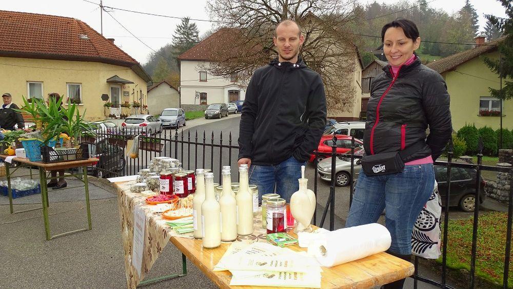 Kmečka tržnica, predstavitev kmetije, ki prideluje prepeličja jajca in razne izdelke iz njih (foto: Stane Markovič).