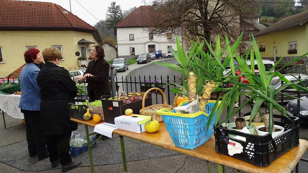Kmečka tržnica, pridelki, zelišča (foto: Stane Markovič)