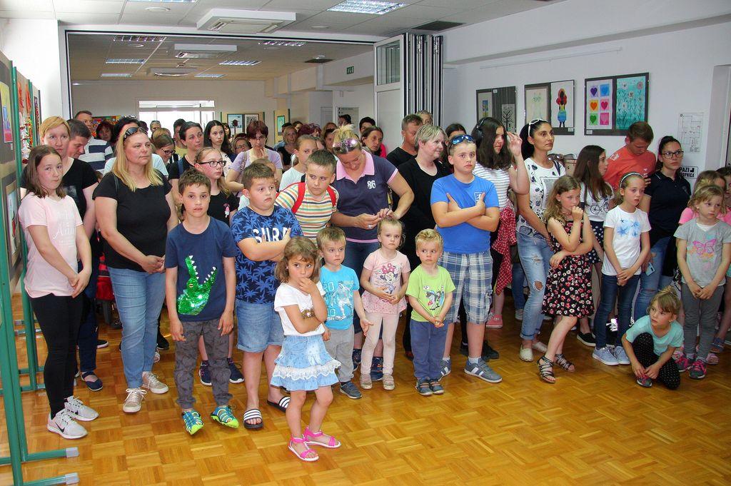 Paleta brez meja 2019 je 6. otroška likovna razstava osnovnih šol občine Sevnica