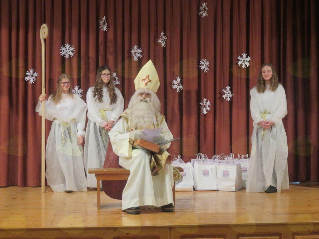 Sveti Miklavž je nosil ...