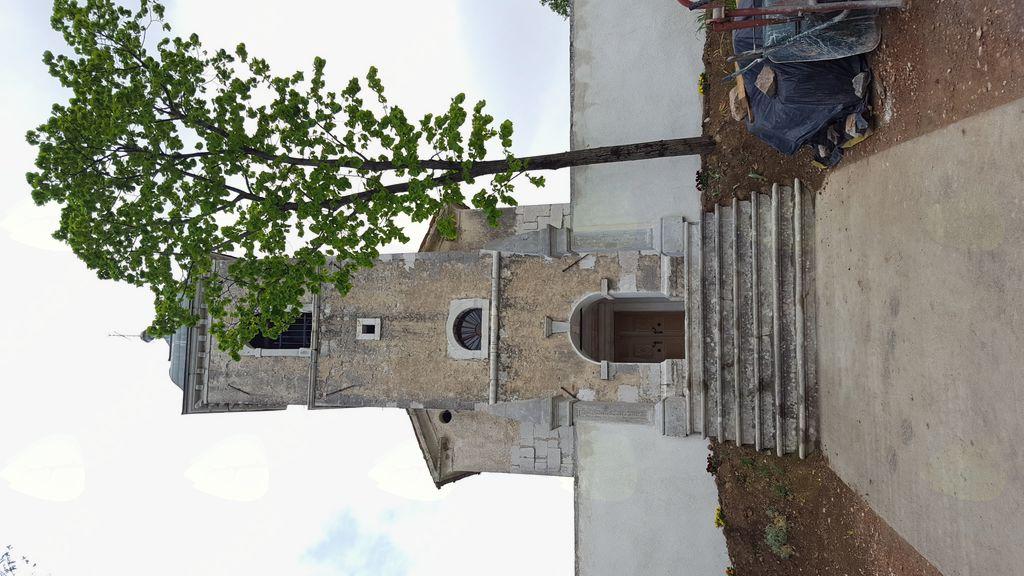 Blagoslov obnovljenega obzidja pri Mariji Snežni na Obeluncu (nad Gočami)