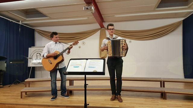Nastopila sta tudi kitarist Nejc Bavdek in harmonikar Martin Meglič