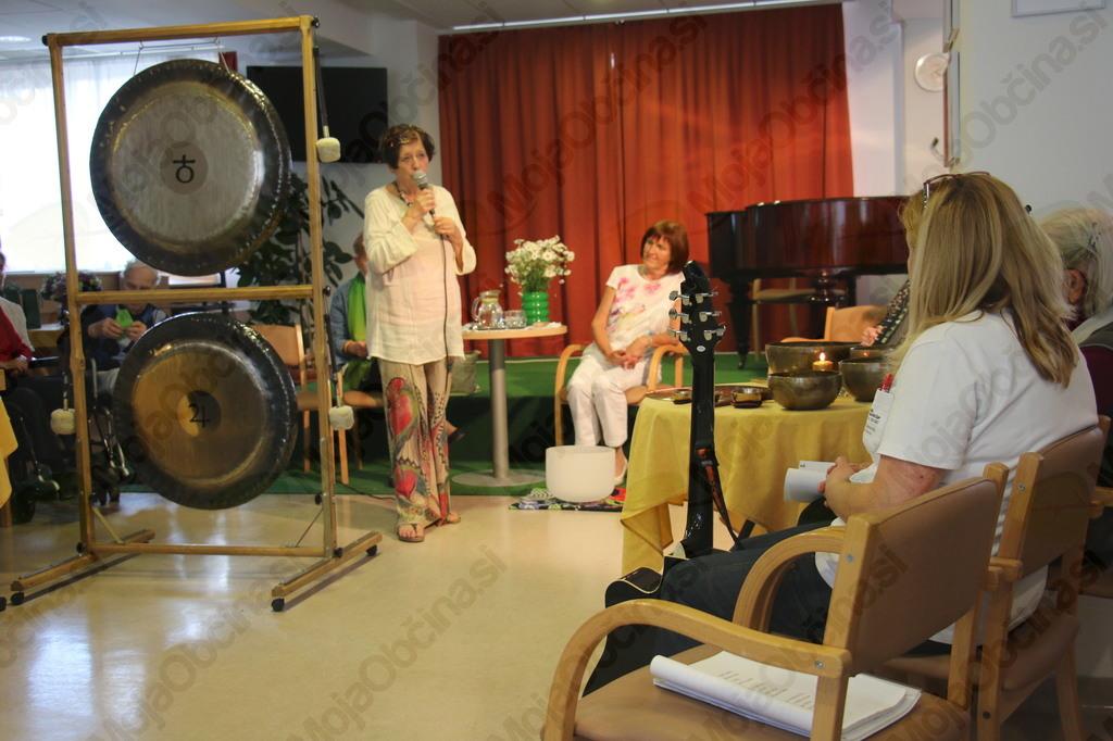 Zvočna kopel z gongi in tibetanskimi skledami v PE Slovenj Gradec
