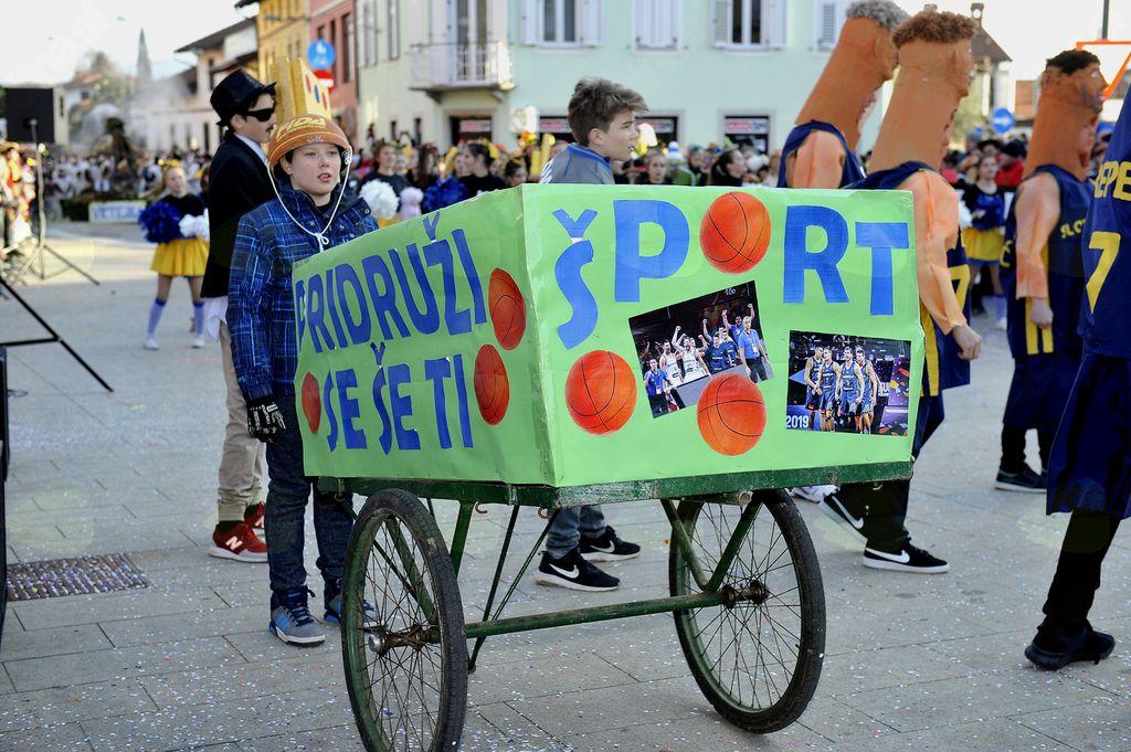 ...je s športom slavila med skupinami.