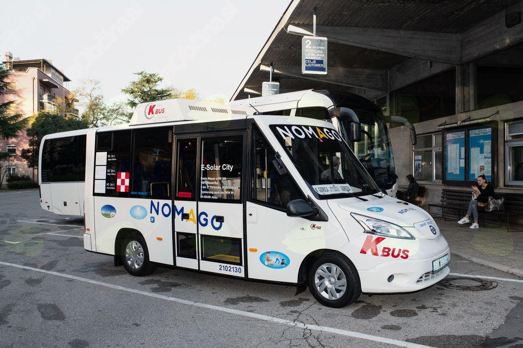 Električni avtobus Nomago povezal Novo Gorico in italijansko Gorico