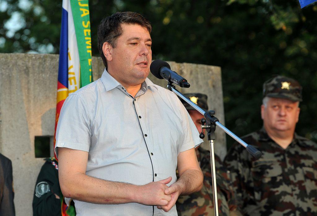 Župan Milan Turk ob pozdravnem nagovoru na slovesnosti na Sv. Otu. (Foto: Foto atelje Pavšič Zavadlav)