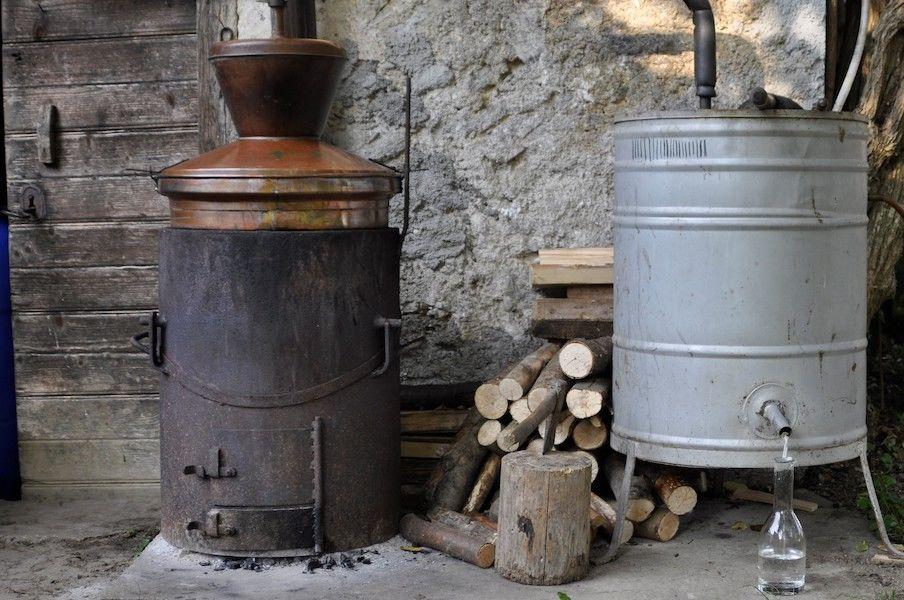 Priprava lokalnih sadnih in vinskih destilatov