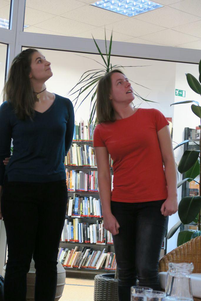 Urša in Ana komentirata video posnetek