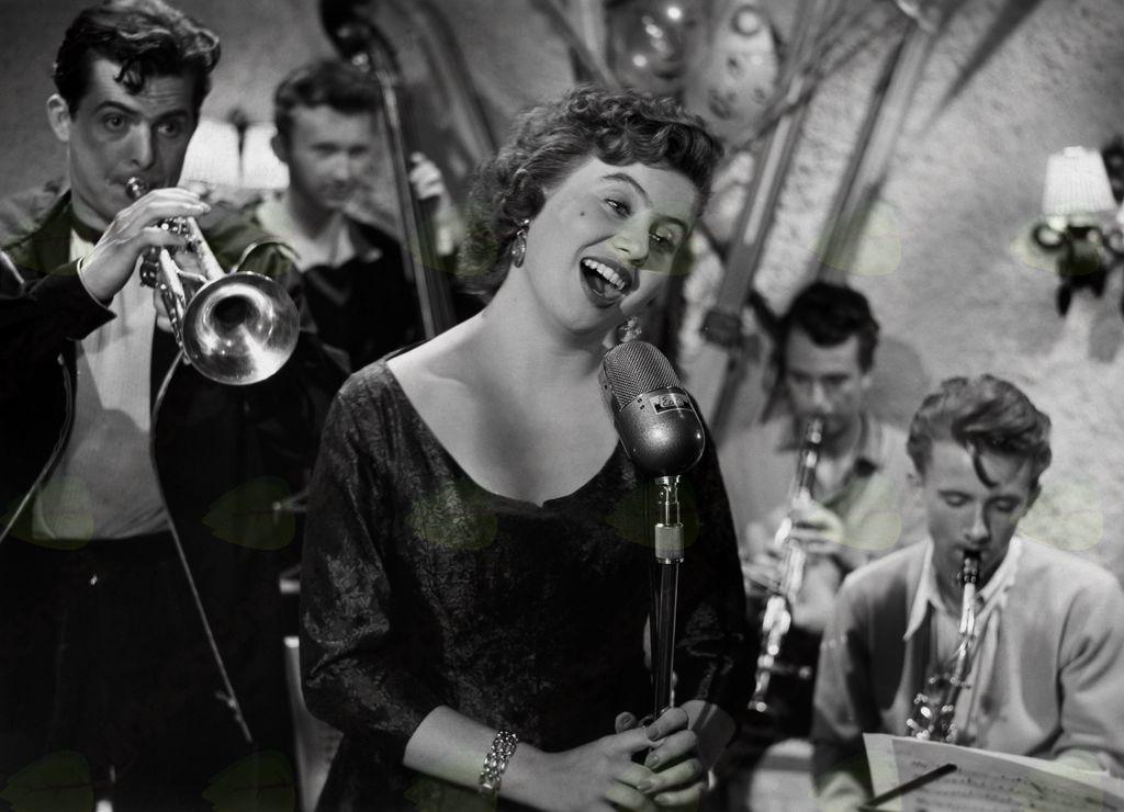 Fotografija filma. Olga Bedjanič v filmu Ne čakaj na maj (František Čap, 1957). Foto: Božo Štajer, hrani: MNZS.