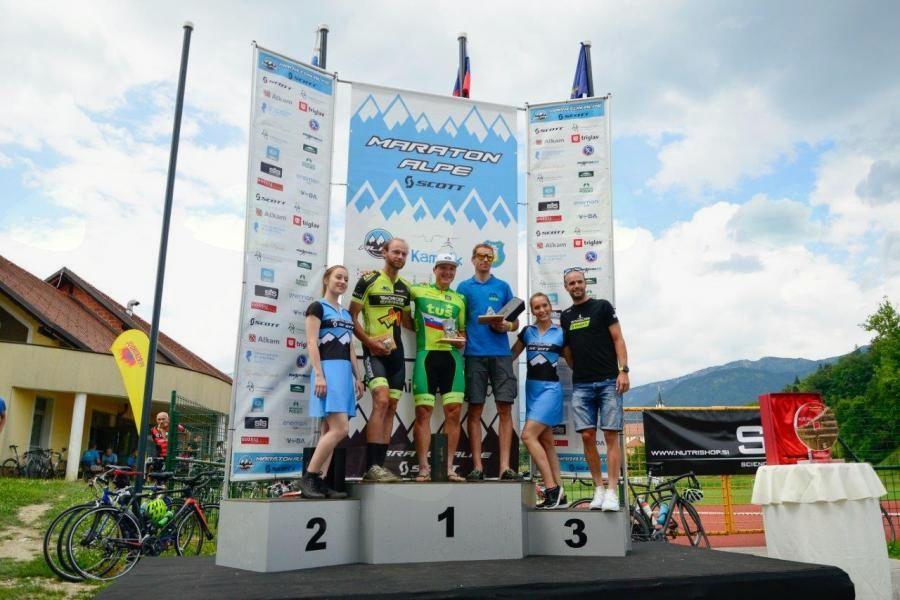 Matej Kravos in Laura Šimenc zmagovalca 12. maratona Alpe Scott