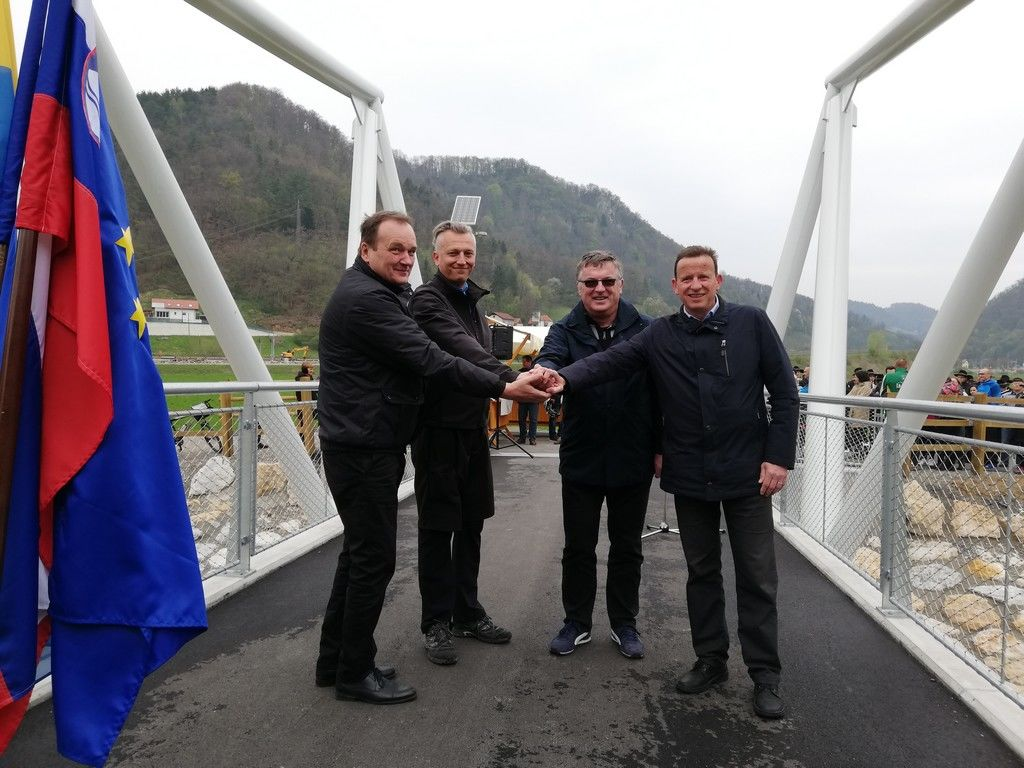 Župan Občine Laško Franc Zdolšek, vodja projekta Aleš Gedrih (DRSI), Tomaž Willenpart (DRSI), župan MO Celje Bojan Šrot po prerezu traku