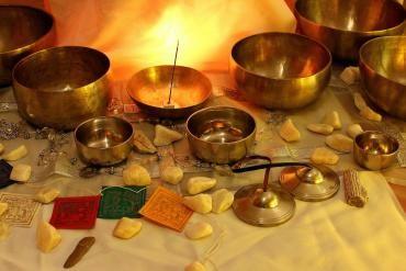 Zvočna kopel s tibetanskimi posodami