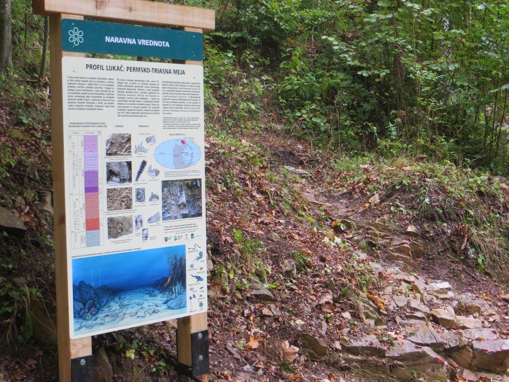 Pri Lukaču postavili tablo kjer poteka meja med starim in srednjim zemeljskim vekom izpred 252 milijoni let