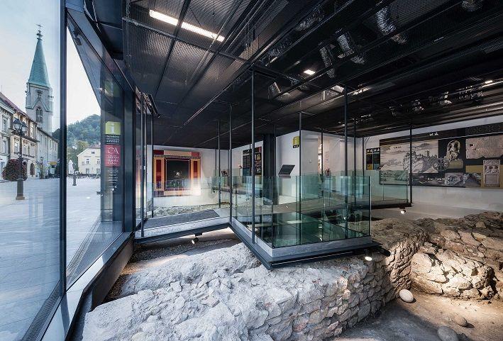 Prezentacija arheologije v paviljonu na Glavnem trgu (foto: Gregor Katič)