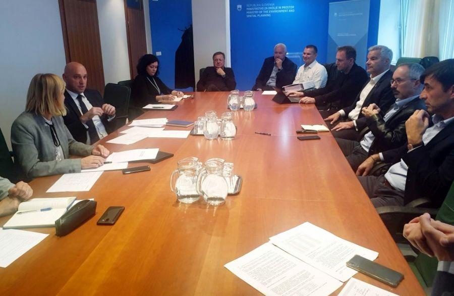 Z ministrom za okolje in prostor o objektu za termično obdelavo odpadkov