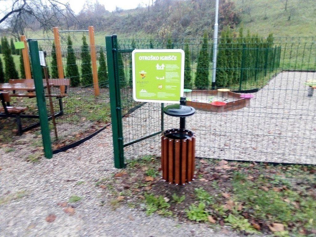V KS Uršna sela prenovljena pot in nova oprema za igrišče