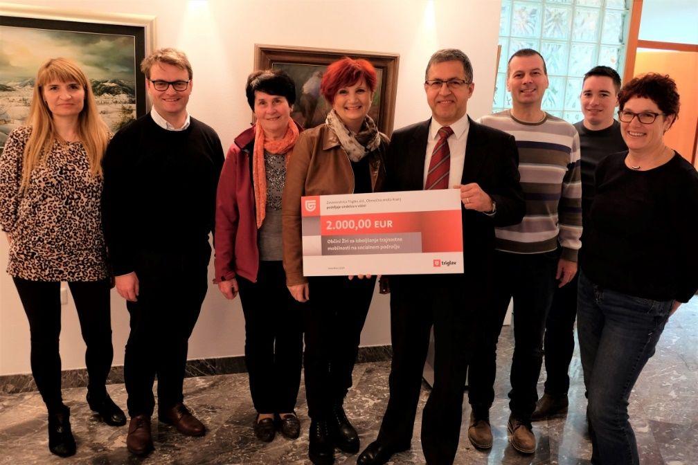 Na sliki: sprejem donatorskega čeka v prostorih Občine Žiri