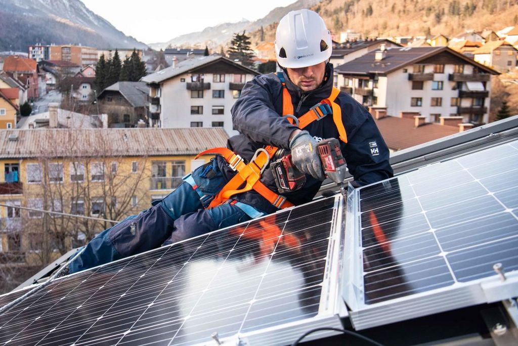 S SONCEM DO PRIHRANKOV - ali - Kako znižati strošek elektrike za vaš posel