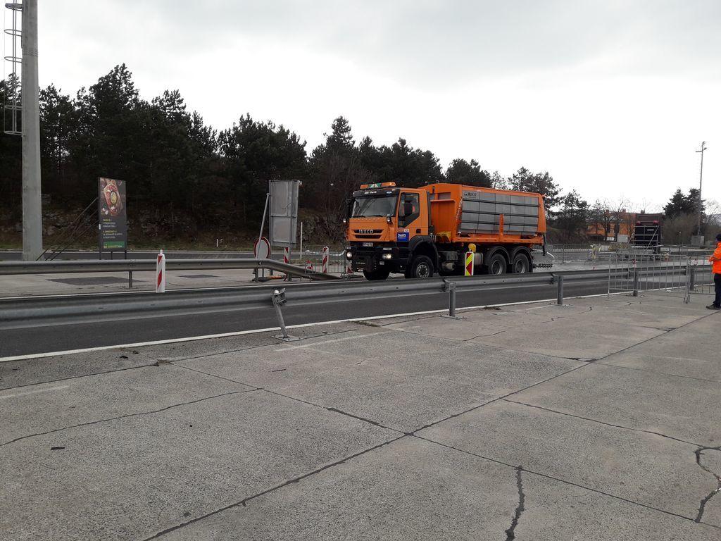 COVID - 19: OZRK Litija na meji z Italijo
