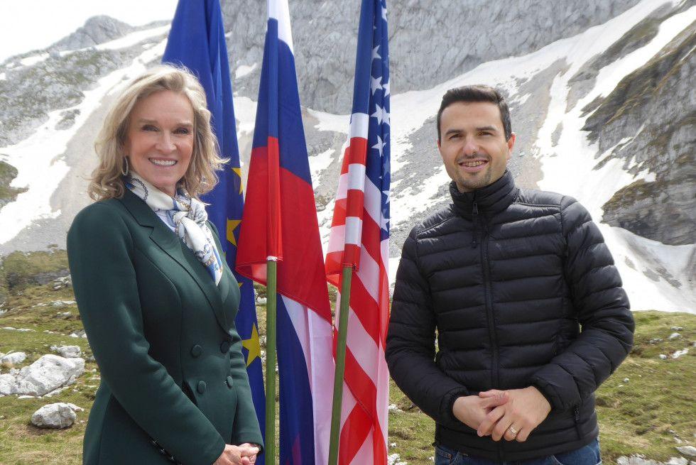 Minister za obrambo Matej Tonin in veleposlanica ZDA v Republiki Sloveniji Lynda Blanchard |Avtor Borut Podgoršek, MORS