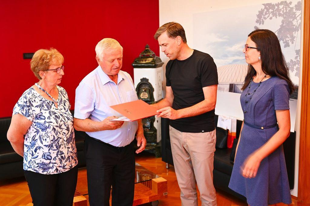 Župan čestital pridelovalcu zmagovalnega županovega vina Radu Škrbcu
