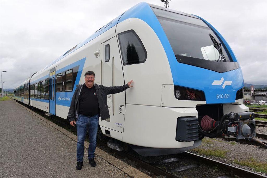 V Sloveniji potekajo testiranja novega potniškega vlaka, pripeljal že tudi v Grosuplje