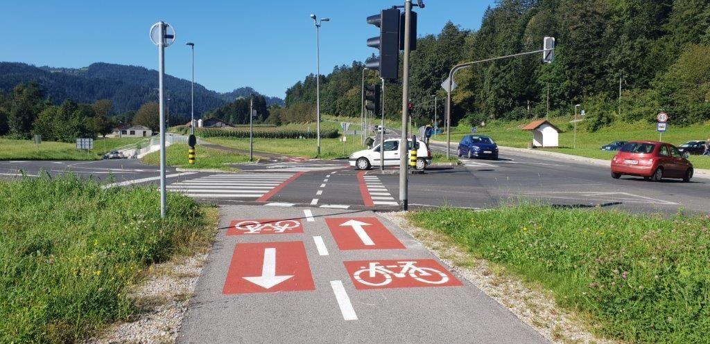 Izgradnja kolesarske steze preko križišča pri Tušu
