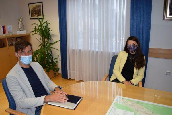 Poslanka Irena Joveva na obisku pri županu