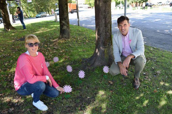 Na Trgu Toneta Čufarja obeležili začetek rožnatega oktobra