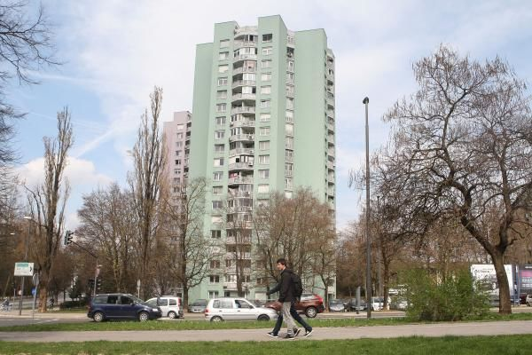 Prvi naziv Naziv Naj blok v Ljubljani so za leto 2016 prejeli stanovalci stolpnice na Topniški 45.
