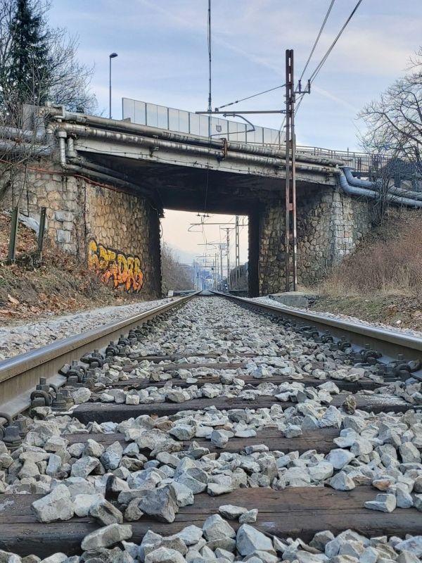 Zaradi rekonstrukcije nadvoza čez železniško progo popolna zapora ceste R2 pri TVD Partizan Jesenice