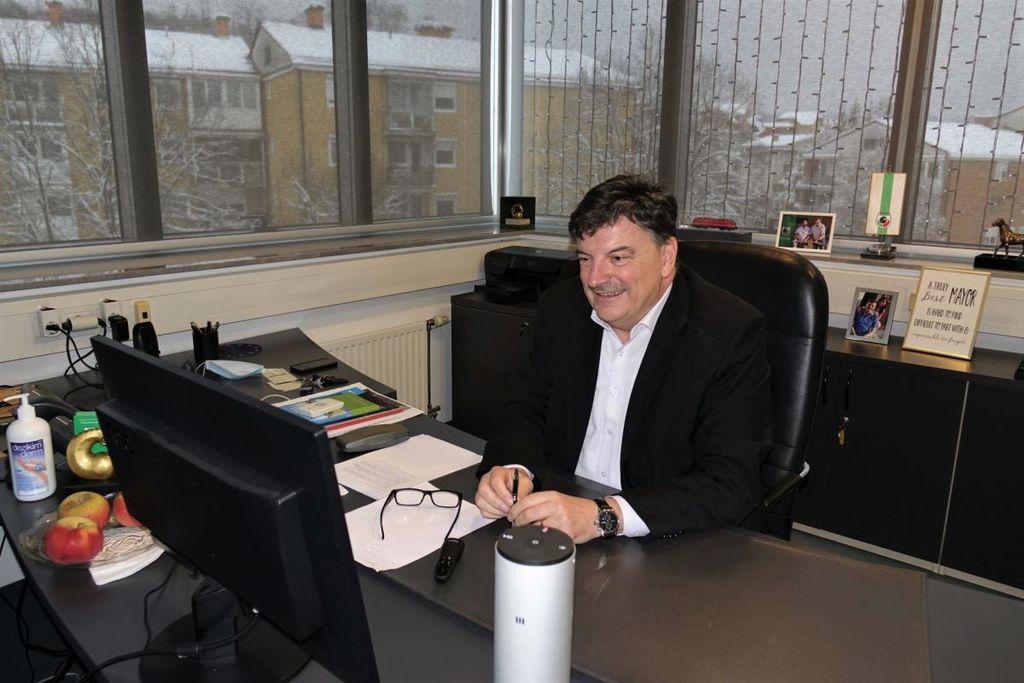"""Župan dr. Peter Verlič o sodelovanju in povezovanju občin: """"Več glav več ve."""""""