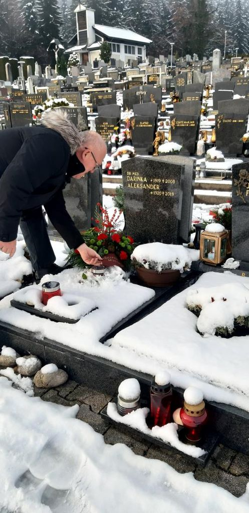 Župan obiskal grob častnega občana