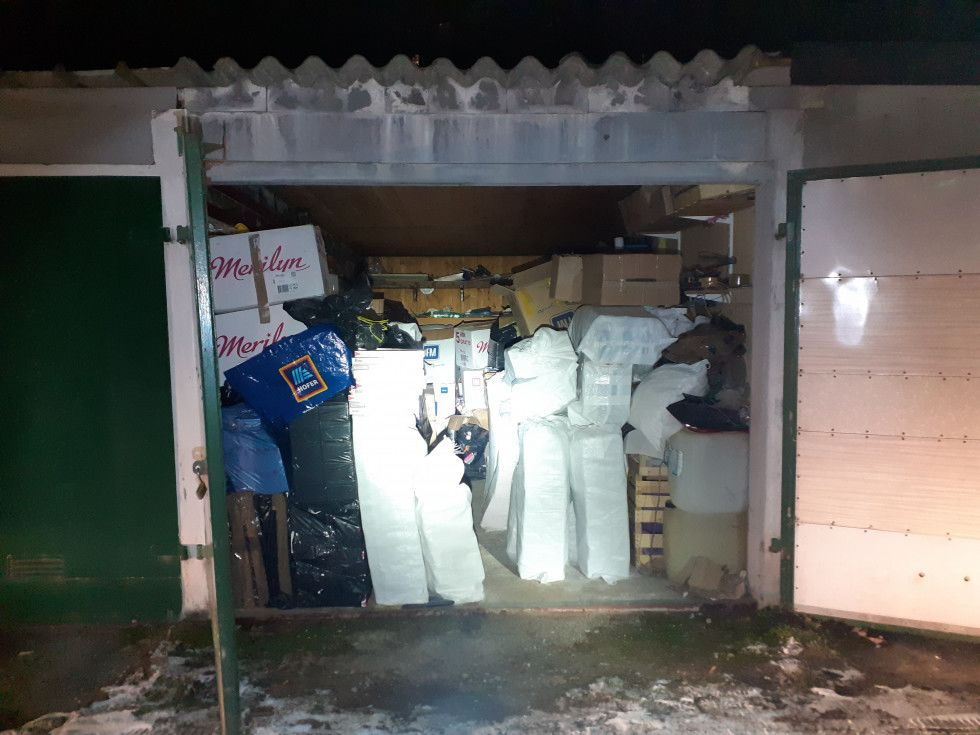 Prostor, kjer se je nahajalo zaseženo blago. |Avtor FURS