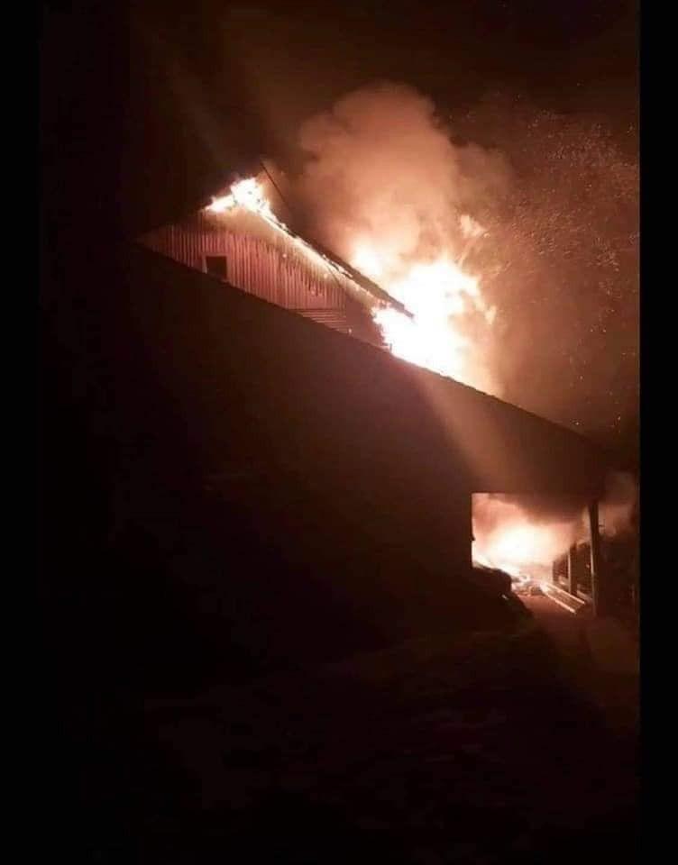 Mozirska koča na Golteh v plamenih