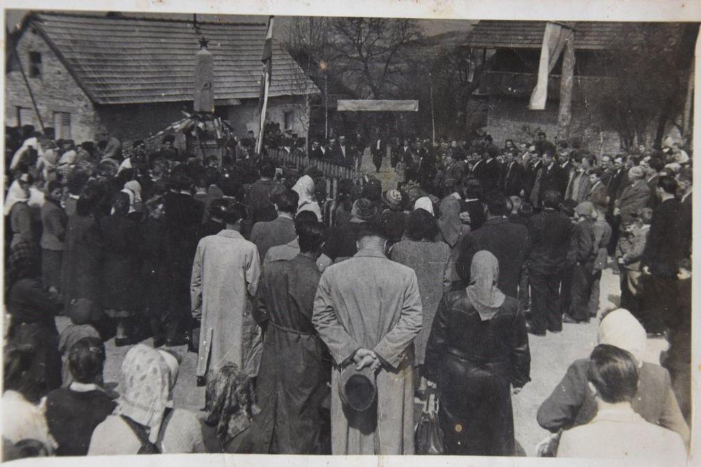Otvoritev spomenika NOB leta 1946 (vir: Mihael Rukše, ml.).