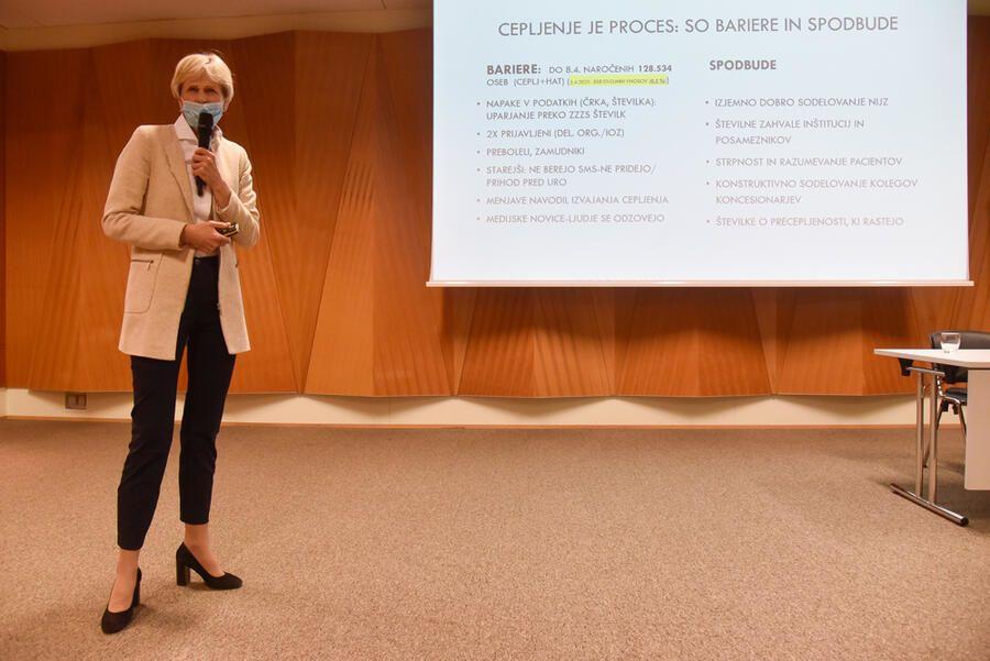 Direktorica ZD Ljubljana izr. prof. dr. Antonija Poplas Susič je predstavila potek cepljenja v Ljubljani. Foto: Nik Rovan