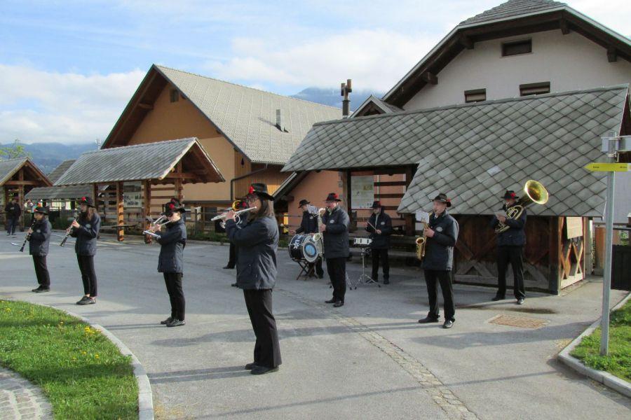 Prvomajska budnica s Pihalnim orkestrom Jesenice–Kranjska Gora