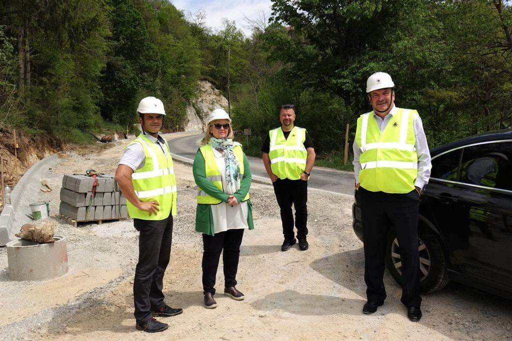 Potek del na Malem Vrhu si je ogledala tudi direktorica Direkcije RS za infrastrukturo Ljiljana Herga